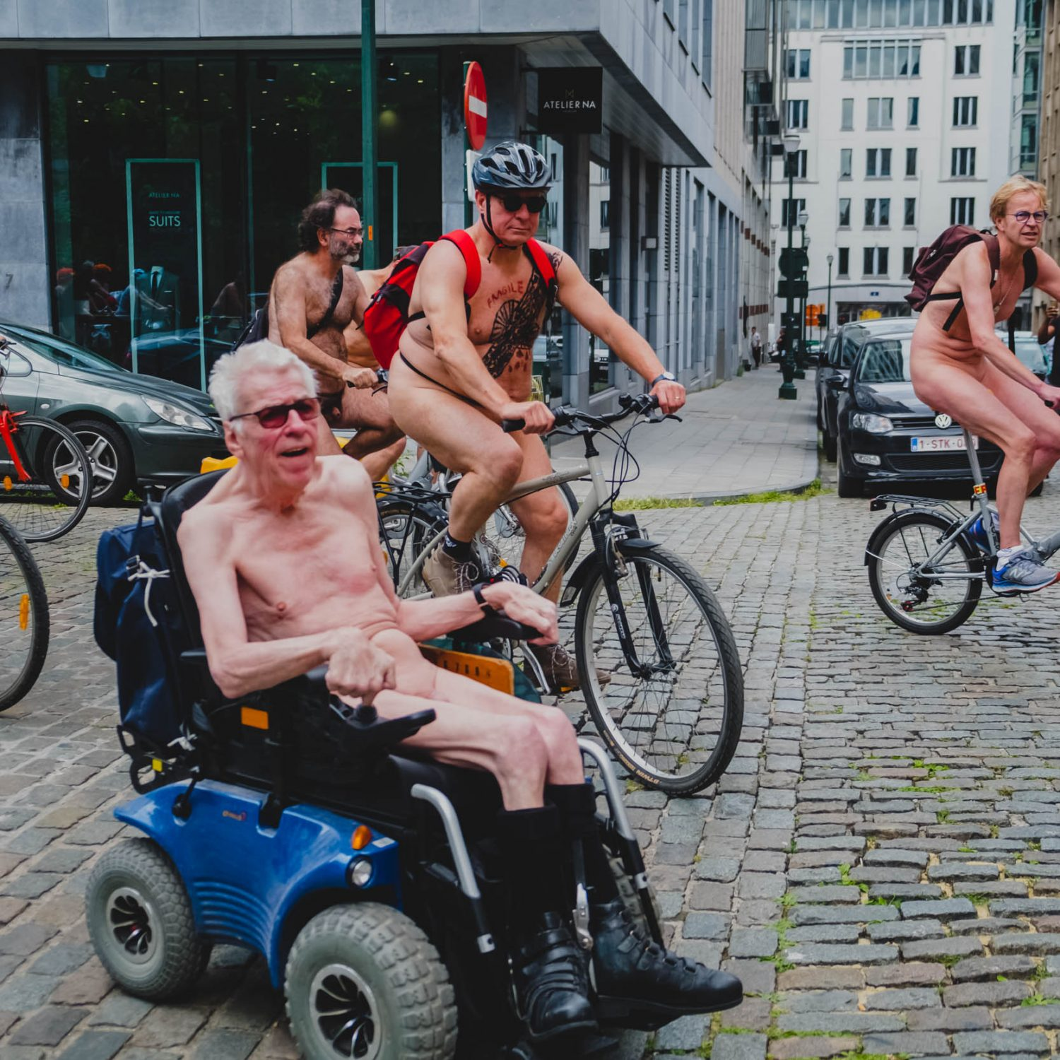 NAKED, GREEN AND FRAGILE: CYCLONUDISTA IN BRUSSELS